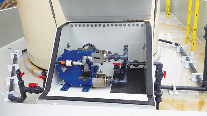 Bơm phụ gia hóa chất an toàn bằng máy bơm định lượng